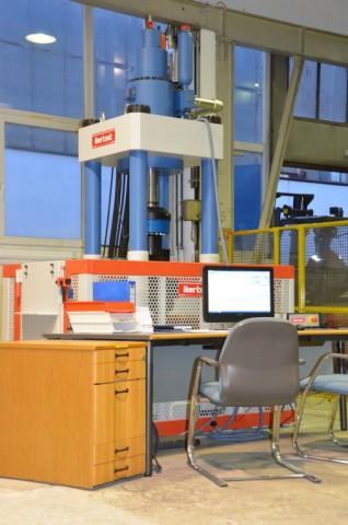 Máquina de ensayo dinámica UFIB-1000