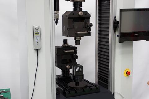 maquina-electromecanica-ensayo-tracción-mesa-ranurada