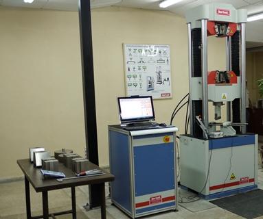 Maquina universal de ensayo instalada