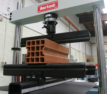 Flexural test device for bricks