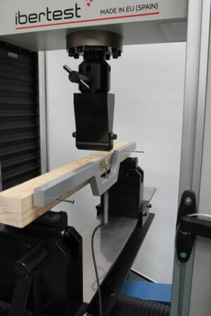 ASTM D143 flexural testing device for timber