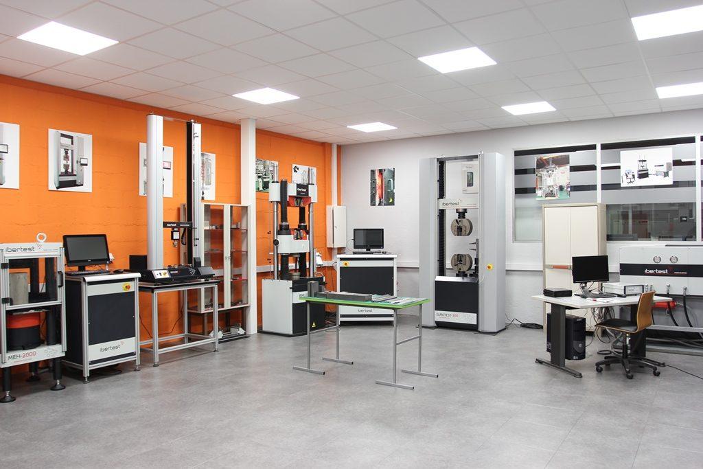 Sala de exposiciones - Universales